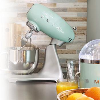 smeg küchenmaschine mintgrün im 50er jahre stil