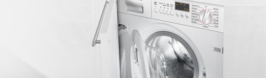 Einbauwaschtrockner hinter Schranktür