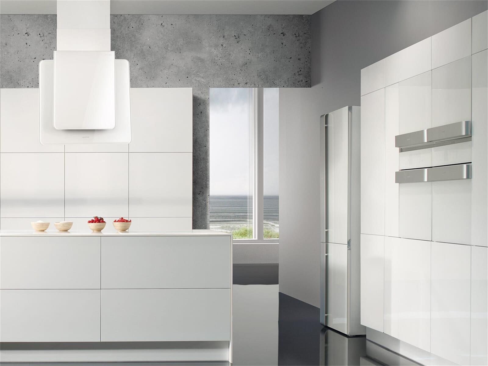 Moderne Weiße Küche Mit Gorenje Ora Ito BOP 88 ORA W Pyrolyse Backofen ...
