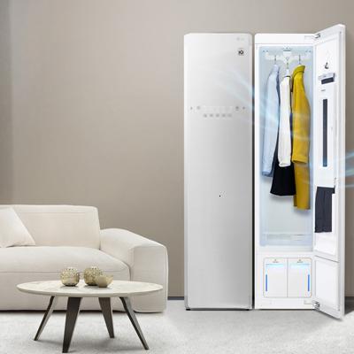 eingebauter LG Styler in Kleiderschrank