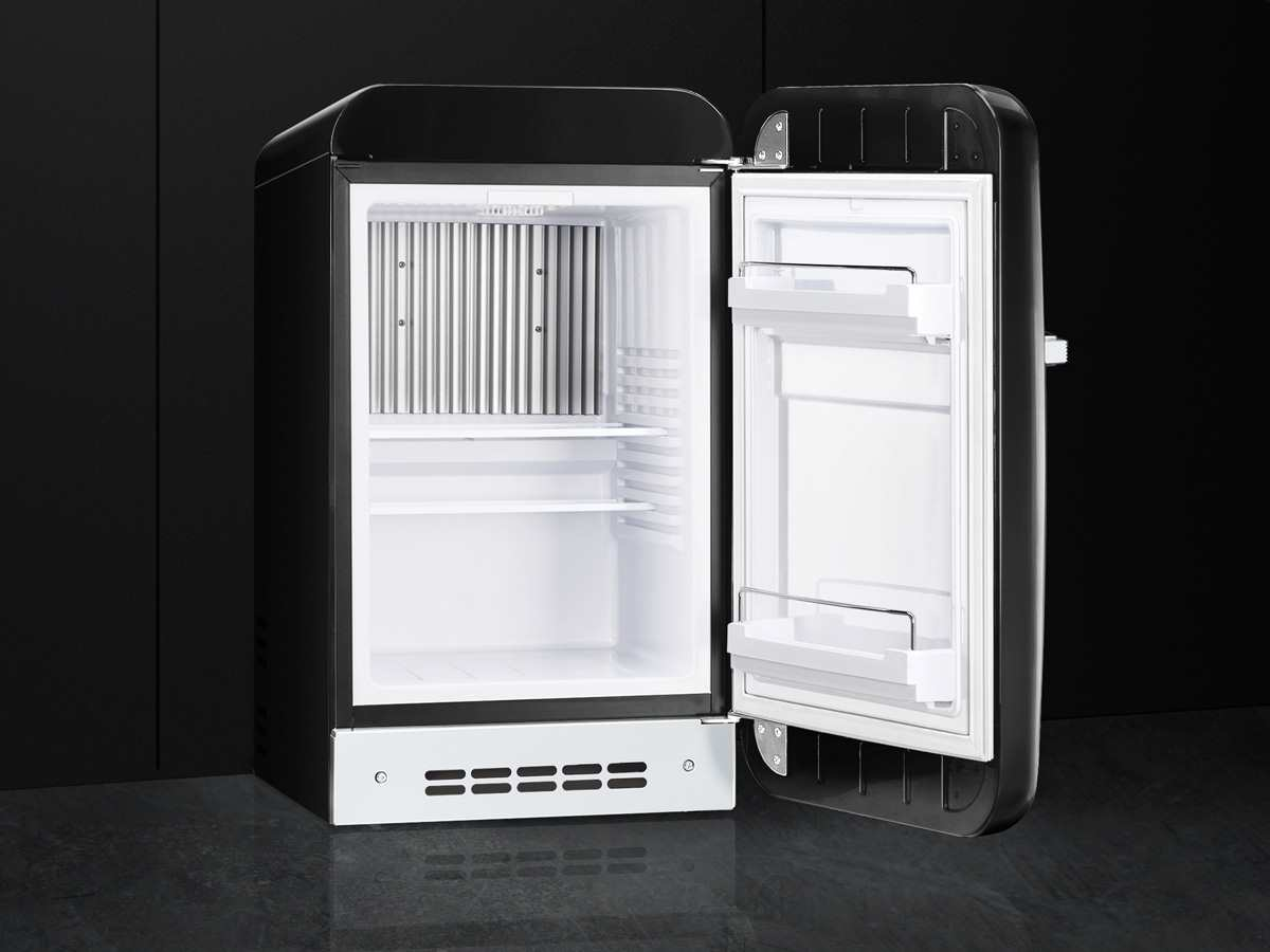 Smeg Minibar Kühlschrank : Smeg fab rbl standkühlschrank schwarz