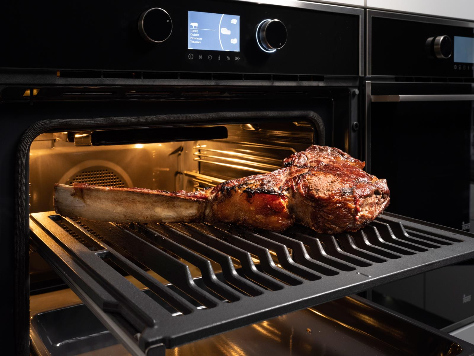 Teka SteakMaster Pyrolyse Backofen 700°C Power-Grill inkl. Gourmet-Fleischpaket